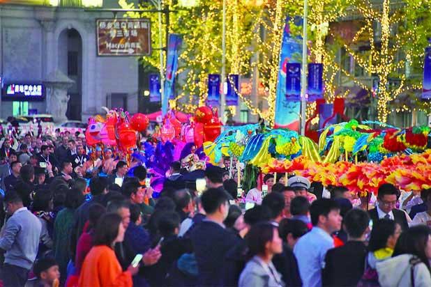 中西合璧 畅享文化盛宴——侨博会巡游活动举行